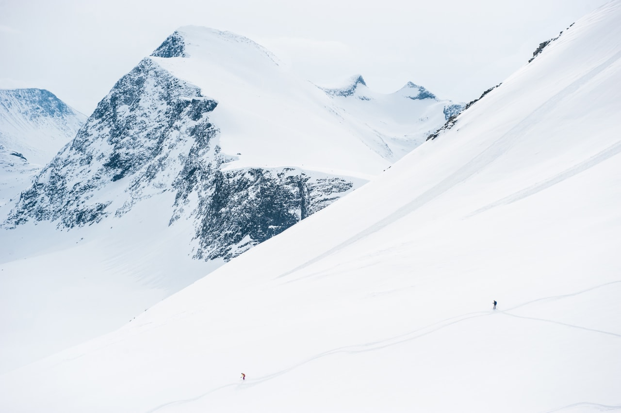 ENORMT: Sunndalen byr på enorme fjell med finurlige formasjoner og er et mekka for fellebasert skikjøring. Foto: Arild Bjerkan