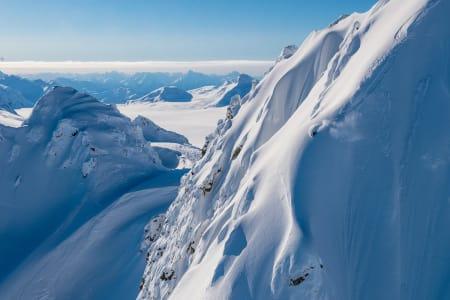 VANVITTIG SALG: Supervention 2-billettene til premieren flyr avgårde. I filmen får du blant annet se Åsmund Thorsen, som her er i Alaska. Foto: Sverre Hjørnevik