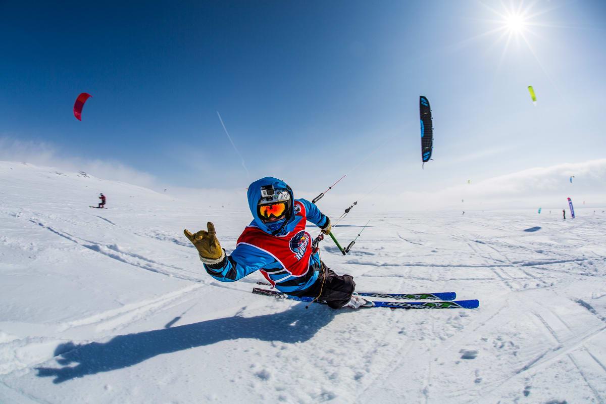 KNALLHARDT: I fjor var det bare 3 av 350 startende som fullførte løpet. Foto: Red Bull