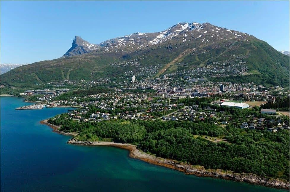 SKISSE: Bildet er planarkitektens skisse til hvordan Narvikfjellet kan se ut på denne tida av året etter en massiv utbygging. Illustrasjon: DBC AS