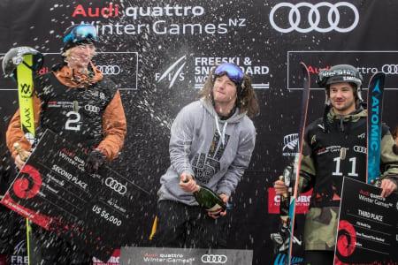 VANT: James Woods vant i Cardrona, New Zealand sammen med Kelly Sildaru. Foto: Winter Games New Zealand