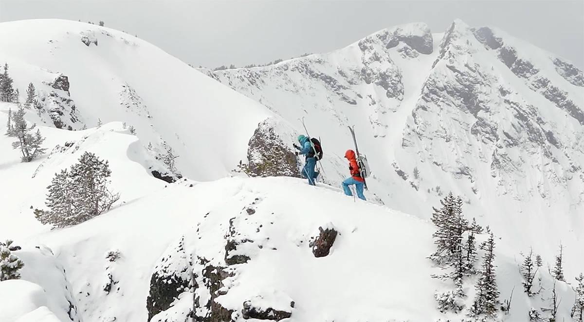 OPPTUR: Bli med opp og ned med Meredith June Edwards og KT Miller. Foto: Dynafit Connections