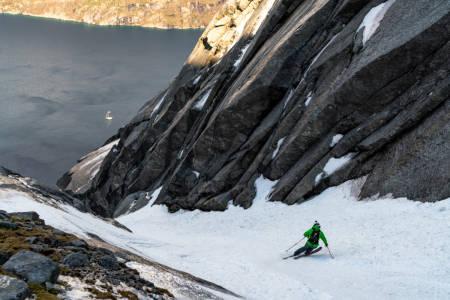 GLÆDER: I Glæder følger vi Petter Westgaard og hans søken i fjellet. Her fra Narvik. Foto: Kyrre Buxrud