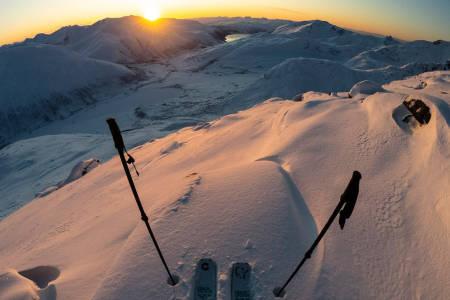 SNØREKORD: Nikolai Schirmer og Kristoffer Turdell fikk fantastiske forhold i Troms. Foto: Nikolai Schirmer