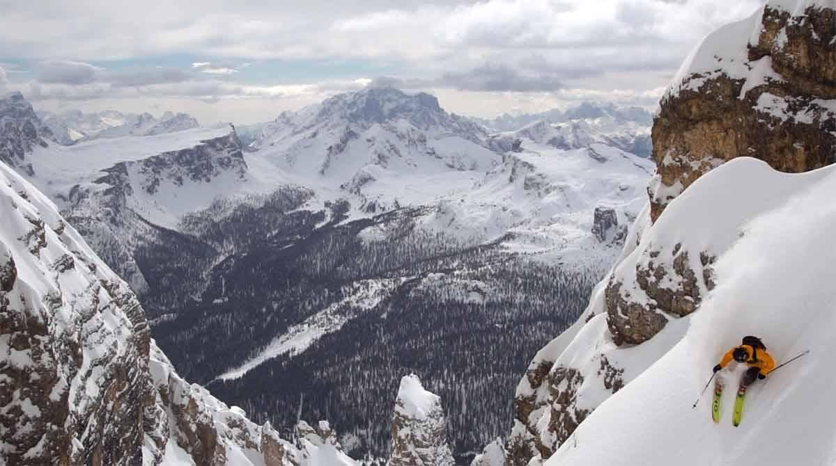 PUDDERTUR PÅ ITALIENSK: Nico Vuignier kjører store linjer i Cortina.