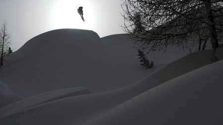 BC-JIBBER: Nico Vuignier ivaretar backcountryjibbinga i ukas Freeski TV-episode.