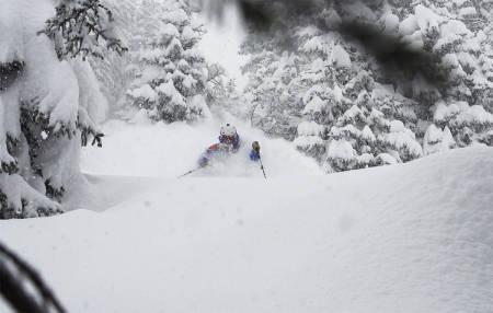 CHAMO: Det snødde mye i Chamonix, og Freeski TV-teamet kom seg ut på kort varsel. Foto: Skjermdump