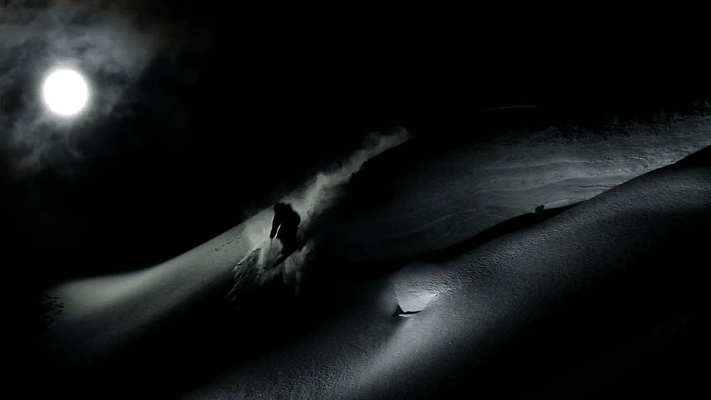 MØRKEKJØRING: Mørkt og tøft i denne ukas episode av Salomon Freeski TV.