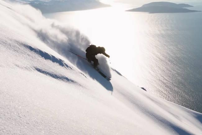 Se Jacob Wester kjøre ski og surfe i Nord-Norge