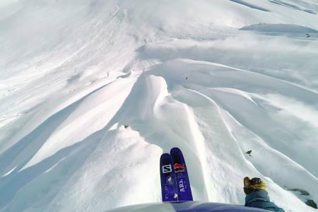 ANALYSERER: Henrik Windstedt analyserer egne fjellsider. Foto: Skjermdump