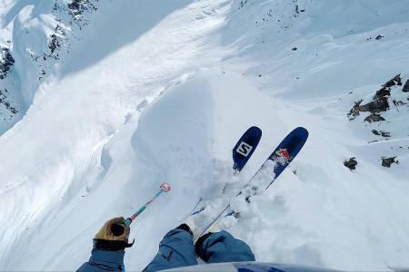 OVERRASKELSE: Henrik Windstedt fikk seg en overraskelse i fjellsiden. Foto: Skjermdump