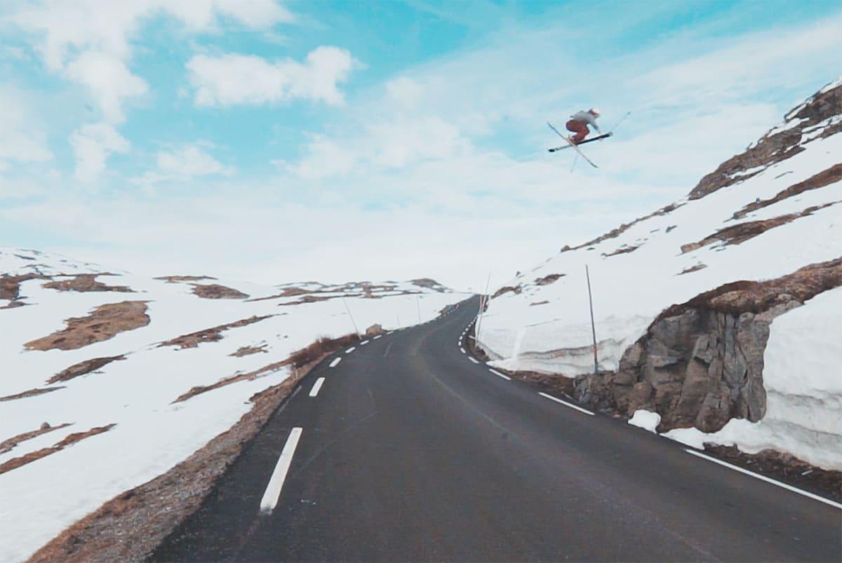 IKKE TOPPTUR: Martin Venedik på vei over Sognefjellsveien med en temmelig solid mutegrab.