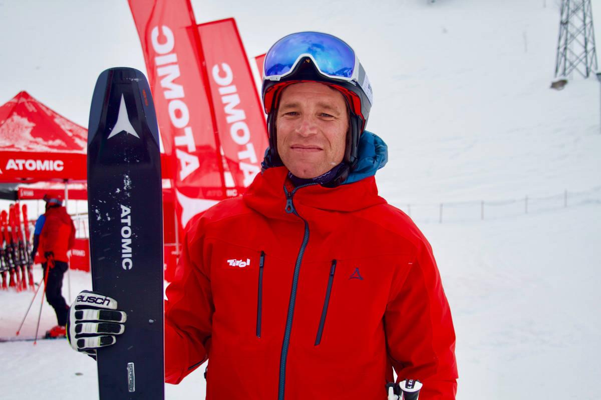 ALPINSTJERNE: Fri Flyt stod på ski med alpinlegenden Benjamin Raich. Foto: Magnus Hovden Utkilen