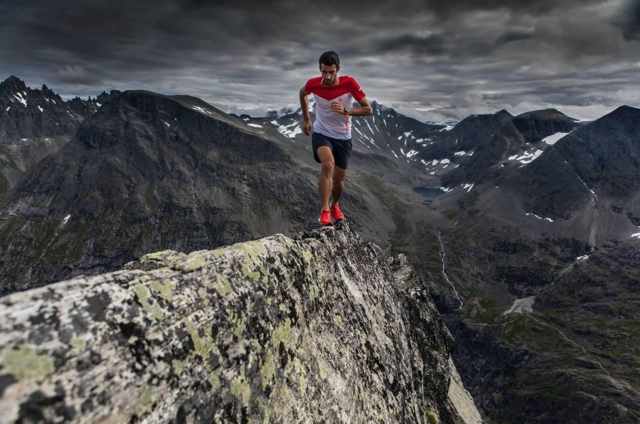 STØDIG: Kilian Jornet på Bispen i Romsdalen. Alle foto: Matti Bernitz