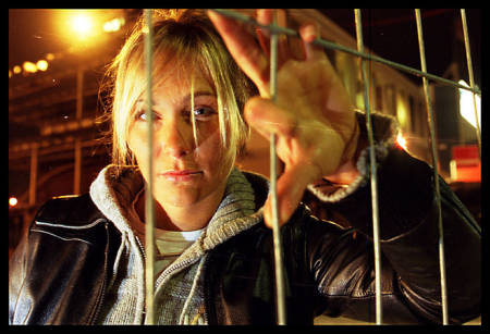 LEGENDARISK: Norske Karina Hollekim ble tidenes første kvinne til å gjøre et skibasehopp. Men i 2006 -året etter at dette bildet ble tatt - fikk karrieren en brå slutt da hun ble alvorlig skadet. I vinter er hun tilbake i rampelyset i Mesternes Mester på NRK. Foto: Frode Sandbech