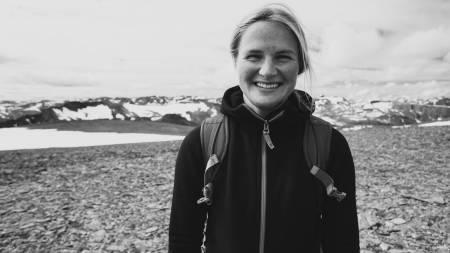 TIL FJELLS: Johanne trives på fjellet, og bruker sommeren på jobbing på Hotel Aak og skriving av masteroppgave om Romsdalseggen.