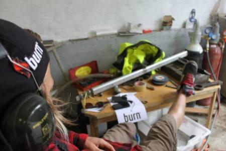 ARBEIDSKAR 1: Anders slapper av i verkstedet. Foto: Håkon Grinna