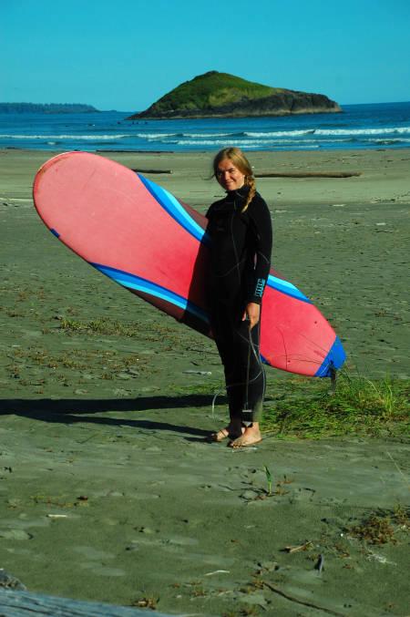 UTEN VANNSKREKK: Bergljot har prøvd seg på surf og er superkeen på å teste kite.