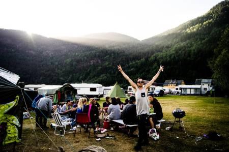HAPPYNAESS: Erik Naess koser seg på Folgefonna om sommeren.