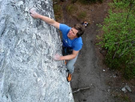 KLATRENILS: En god fjellfører, må som kjent også holde klatreformen ved like.