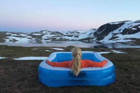 RØMMER: Her jobber Synnøve Medhus i sommer. Foto: Privat