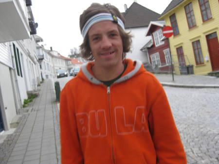 LONGBOARDSOMMER: Christoffer Gjerde bruker mye tid på longboard om sommeren, nå seinest på Ekstremsportveko på hjemmebane.