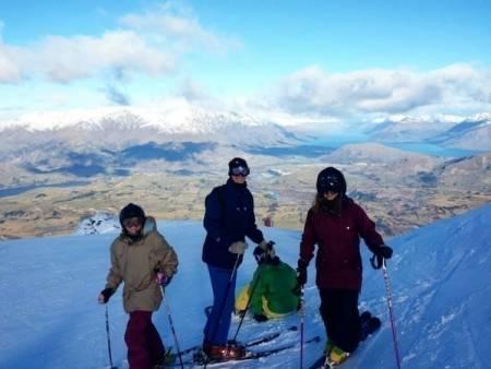 PÅ SKI: Mary Birkeland har kommet seg på ski i New Zealand. Høysesongen er likevel et lite stykke unna. Foto: Privat