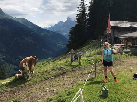 HALLO! Lisen Strøm er Norges beste, kvinnelige frigjører, og hun har vært i Sveits på ferie sammen med – blant andre – noen kuer.