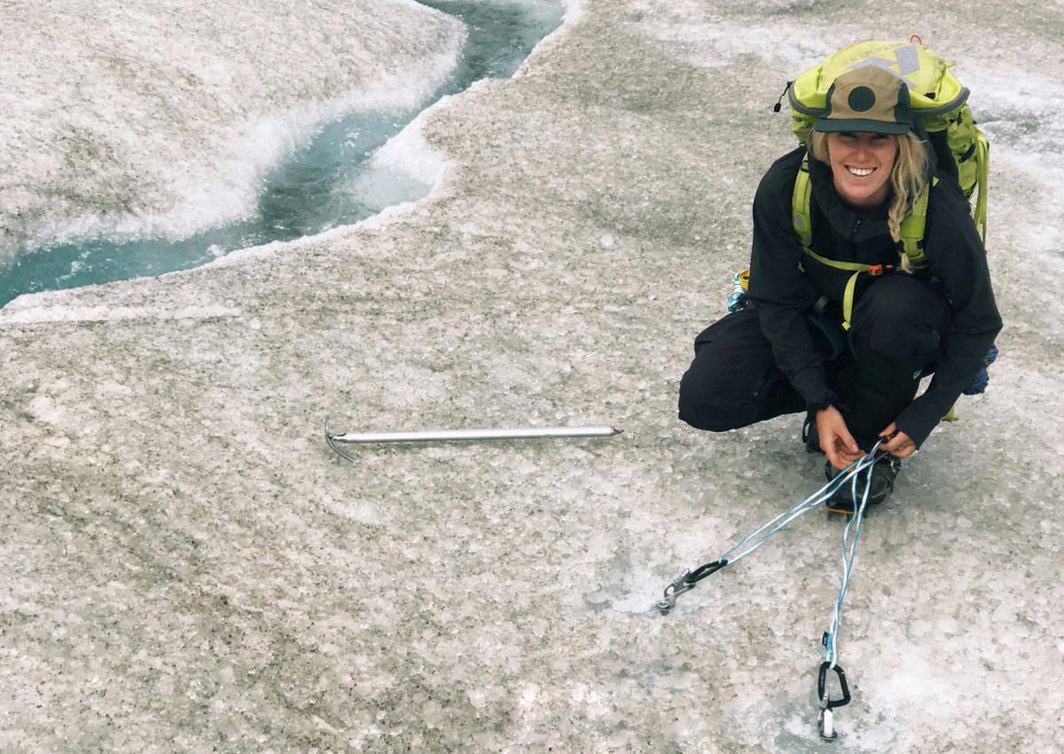 PÅ BRE: Noe av Tonje Kviviks sommer foregår på kanadisk isbre. For eksempel på dette bildet.
