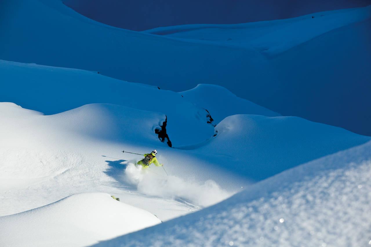 HVITE DRØMMER: En uke etter snøfall fant Kjetil Isaksen et urørt vinterlandskap på baksiden av Sportgastein. Da blir det naturlig å stille seg spørsmålet: Hvorfor er det ikke  ere frikjørere i dette skiområdet? Foto: Christian Nerdrum