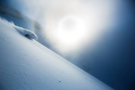 NOVEMBER: Engelberg i Sveits serverer ofte vinterens første pudderdager i Alpene, og det vet Piers Solomon å utnytte. Bildet ble tatt 26. november i 2013. Foto: Oskar Enander