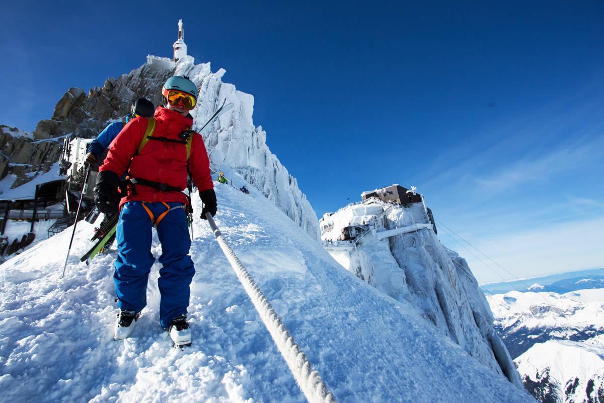 CHAMONIX: Hvis du er fullvaksinert eller kan fremvise negativ test så er det ganske greit å reise til Alpene. Men det er fortsatt en del restriksjoner innenlands du må ta hensyn til. Foto: Christian Nerdrum
