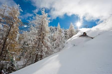 HINTETUX: Du kan få god sommerskikjøring flere steder i Alpene. Her fra Hintertux. Foto: Michael Neumann