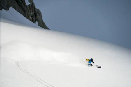 DRØMMEFØRE: I slik snø er det umuleg å ikkje vere veldig fornøyd. Trygve Sande nyt fantastisk snø på Leschaux-breen. Foto: Adam Clark