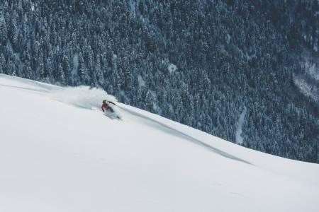 GOLDALEN: Svanetiske fjellsider er laga for lange telemarksvingar. Alle foto: Bård Basberg