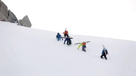 CAMP: Mens andre klatret var noen på topptur. Foto: Skjermdump