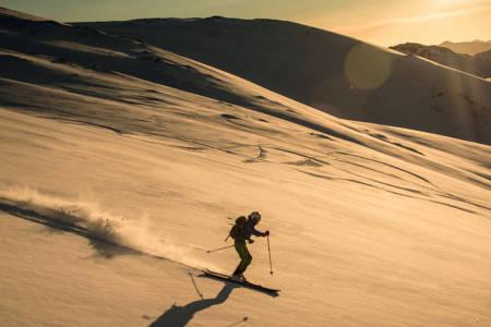 Jølster skisenter randonee topptur alpin ski snowboard skistar guide freeride