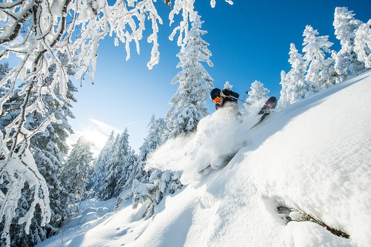 VARINGSKOLLEN: Skianlegget i Hakadal ble kjøpt av det lokale idrettslaget av Oslo Vinterpark-eierne. Det har vært en suksess for skisenteret. Her kjører Brynjar Åmot. Foto: Vegard Breie