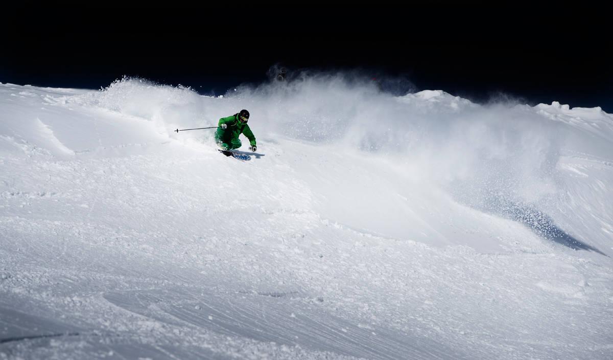 VANGSLIA: Oppdal skisenter består av fire fjell, som alle har fin offpistkjøring på begge sider av heisene –i dette tilfellet på vestsida i Vangslia, like ved den lett synlige bekkdalen. Foto: Martin Innerdal Dalen
