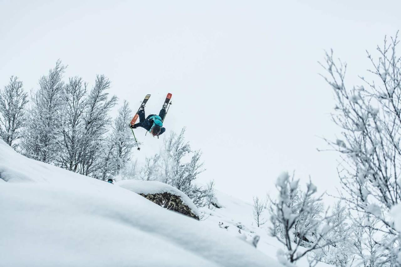 TO THE MOON: Vilde Fimreite var én av de første jentene  til å lande backflip i en frikjøringskonkurranse i Norge. Her gjør hun det igjen, utenfor konk, men på Gålå. Foto: Vegard Breie