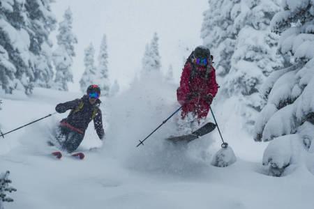 SHREDINNE: Ida Nilsen er ikke fremmed for verken dyp snø eller bratt skikjøring. Foto; Mattias Fredriksson