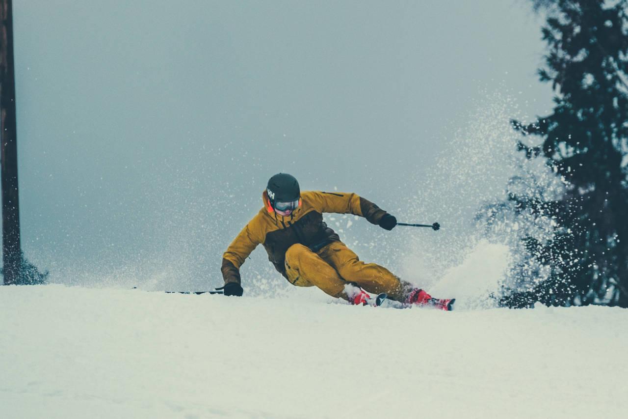 Allerede etter to dager på ski har Øystein fått ryddet opp i en del rusk, men i følge ekspertene er det fortsatt mye å ta tak i. Bilde: Bård Gundersen