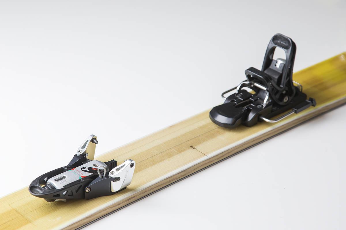 EGEN LØSNING: Skitrabs bakbinding låser hælen mot en plattform. Foto: Vegard Breie