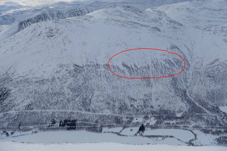 TO BEGRAVD: Det var her to ble begravd i snøskred i Storlidalen. Foto: Tore Meirik
