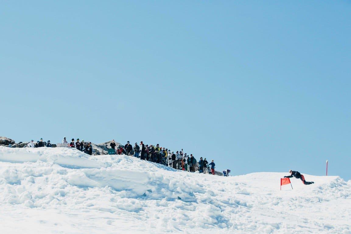 CREW: Det var en god bukett snowboardere som hadde samlet seg for å bli med på slalomen. Foto: Chris Baldry.