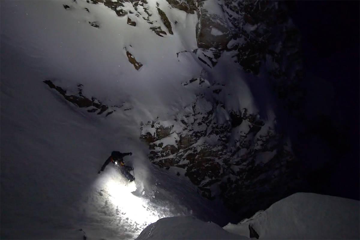 I MØRKET: Her kjører de den kjente renna i mørket. Foto: Skjermdump
