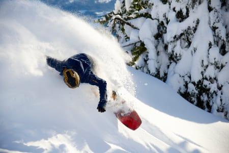 VINNER: Ett av tre bilder som vant helgens konkurranse. Einar Raa Nilsen på snowboard i Voss. Foto: Erik Østlie