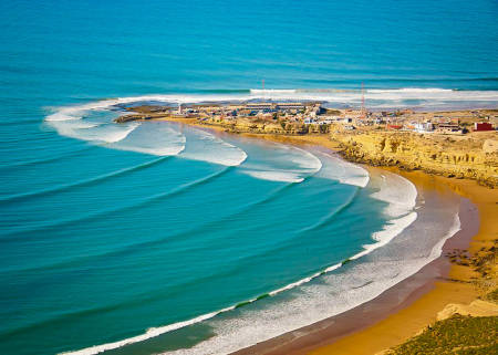 Marokkanske Imsouane er faktisk et svært passende sted for aspirerende surfere. Bølgen er lang, men også veldig tilgivelig. Bilde: Christian Nerdrum