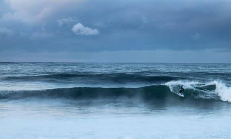 CLEAN: Sam De Fina gjorde rett i å prioritere surfen denne dagen. Bilde: Jaymin Rowlands