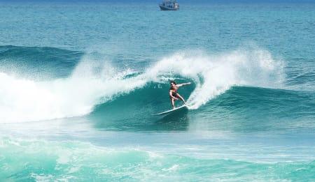 LAR SEG FRISTE: Det er mange grunner til at Andreas Møgster stadig kommer tilbake til Bali og reiser hjem med gode minner fra cutbacks som denne på Balangan. Bilde: Emil Kjos Sollie